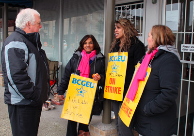 (Burnaby, January 22, 2013) BCGEU President Darryl Walker meets striking members at LifeLabs.